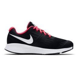 Merg. Nike bateliai